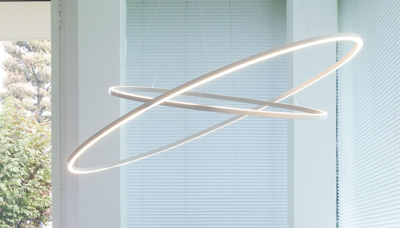 L\u0027ineguagliabile eleganza della semplicità è ciò che contraddistingue  questa lampada ideata da Federico Palazzari, una lineare ellisse di luce  dal design