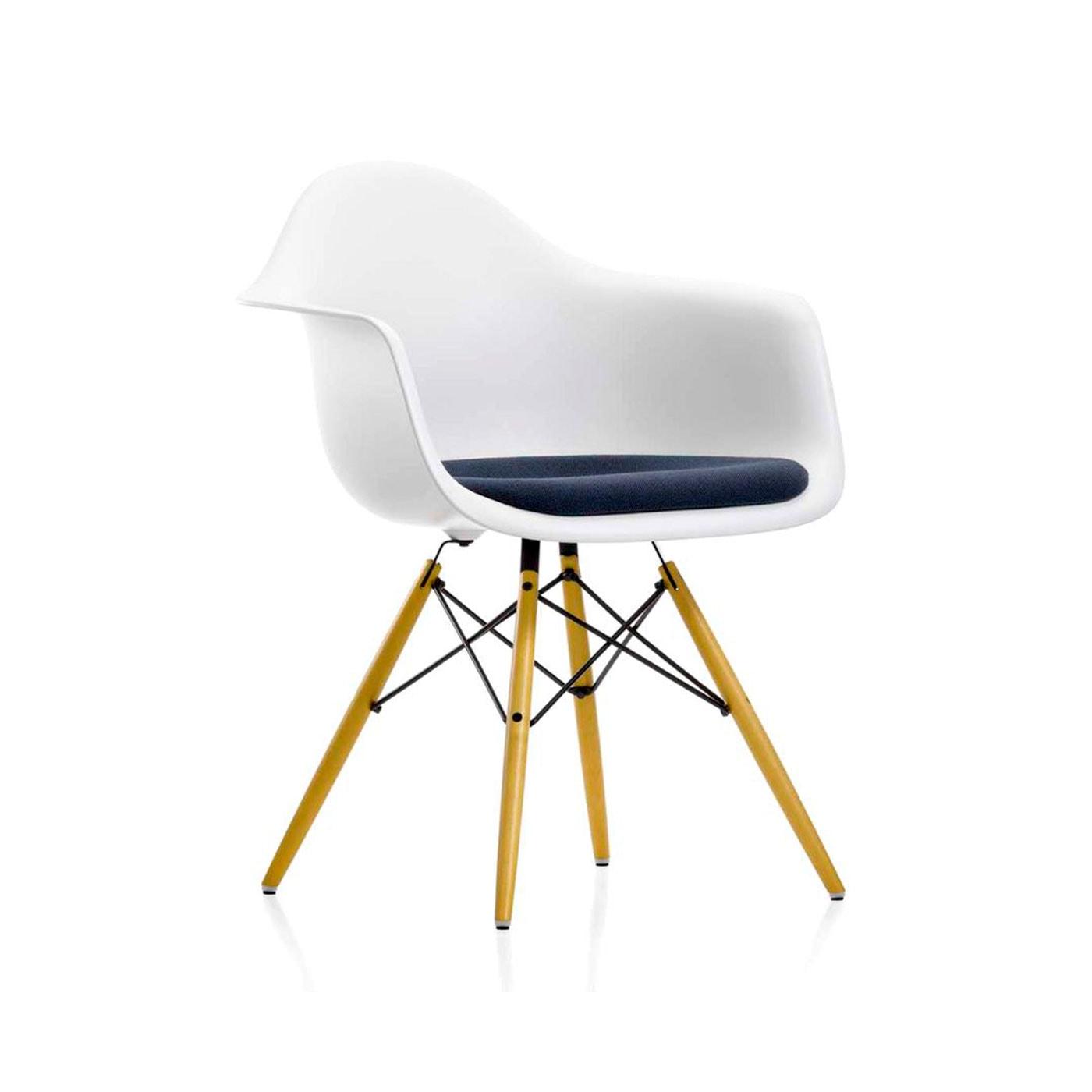 Eames Plastic Armchair DAW poltroncina