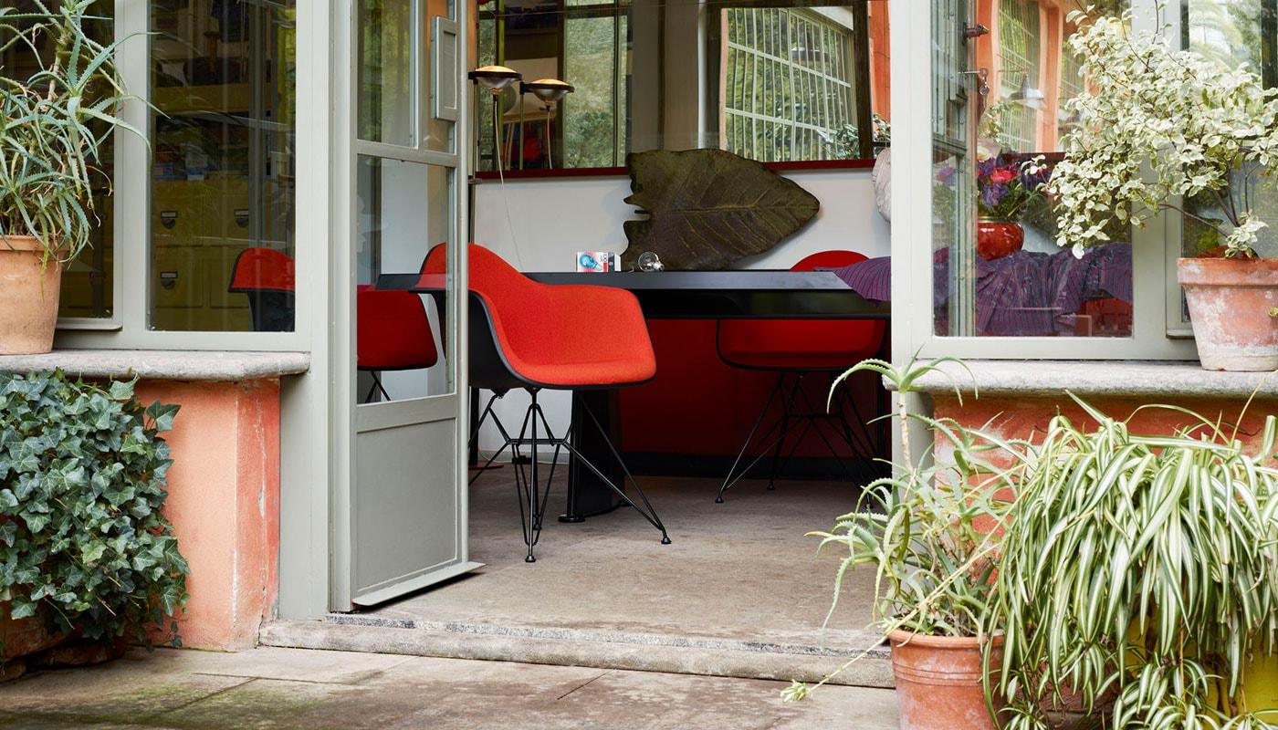 VITRA Eames Dar plastic armchair gallery 1