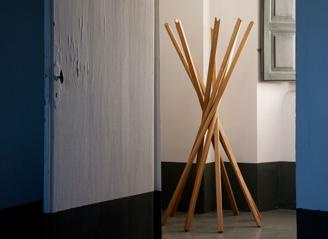 Sciangai appendiabiti in legno Zanotta