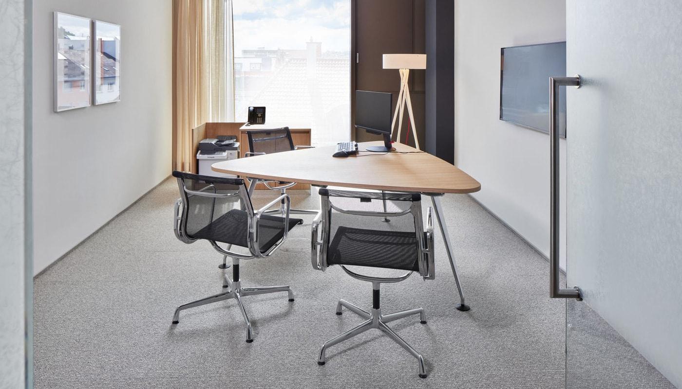 VITRA EA104 alluminium chair gallery 5