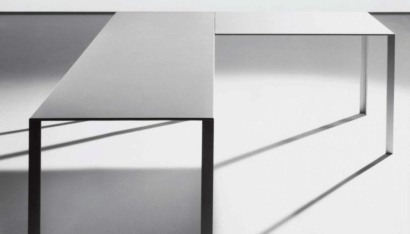 Uniform Less tavolo direzionale