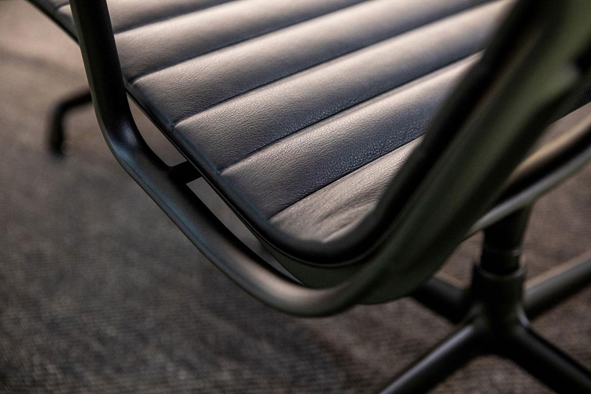 VITRA Aluminium lounge chair EA124_ gallery 3