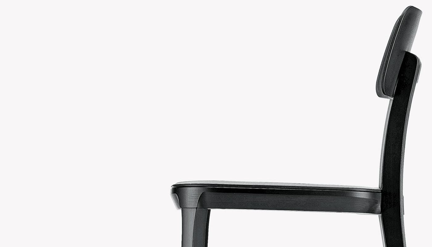 INFINITI Porta Venezia sedia gambe legno dettaglio